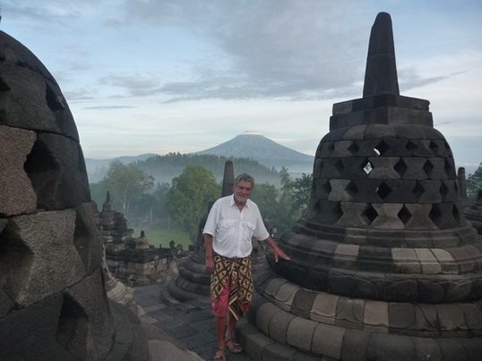 Helmut am Tempel Borobudur_Java_Indonesien_2012